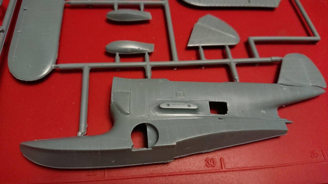 GRUMMAN J2F-6 DUCK  VALOM 1//72 PLASTIC KIT