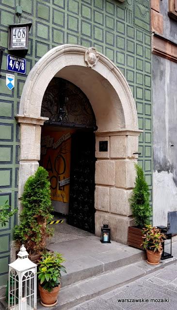 Warszawa Warsaw Stare Miasto ulice Starego Miasta kamienica architektura kamieniczki Old Town pod Chrystusem wejście