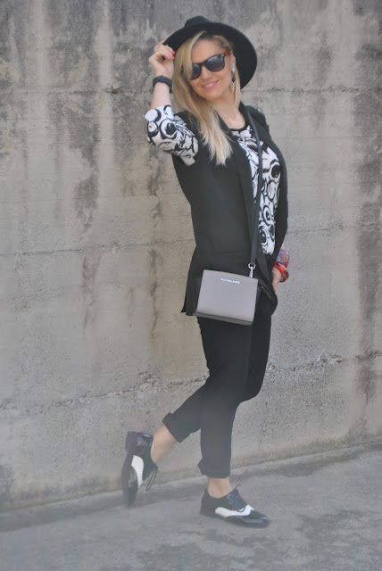 outfit casual primaverili spring casual outfit outfit bianco e nero come abbinare il bianco e nero abbinamenti bianco e nero black and white outfit outfit aprile 2016 outfit primaverili spring outfit april outfit mariafelicia magno fashion blogger color block by felym fashion blogger italiane fashion blog italiani fashion blogger milano blogger italiane blogger italiane di moda blog di moda italiani ragazze bionde blonde hair blondie blonde girl fashion bloggers italy italian fashion bloggers influencer italiane italian influencer