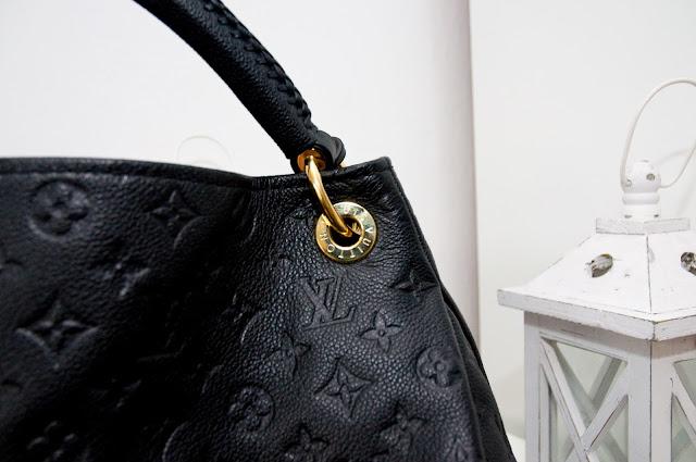 napis Louis Vuitton na oryginał a podróbka