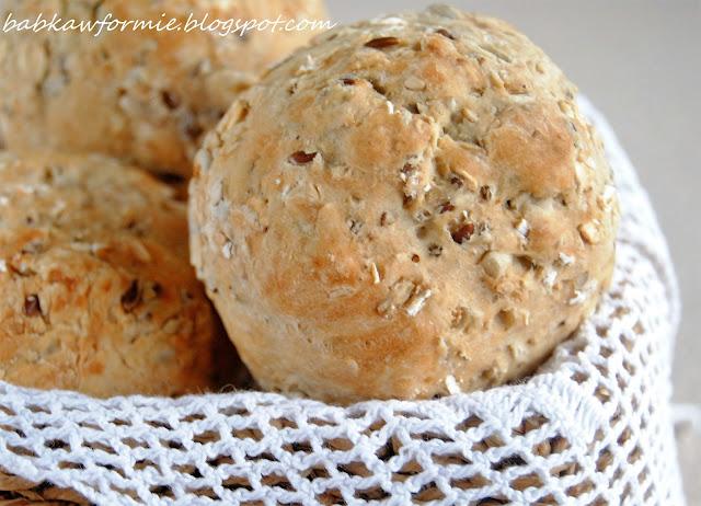 domowe pieczywo bułki żytnie z ziarnami babkawformie.blogspot.com