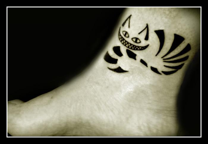 Essa tamb  233 m est  225  na lista de  quot tatuaria com certeza  quot  Alice In Wonderland Cat Smile Tattoo