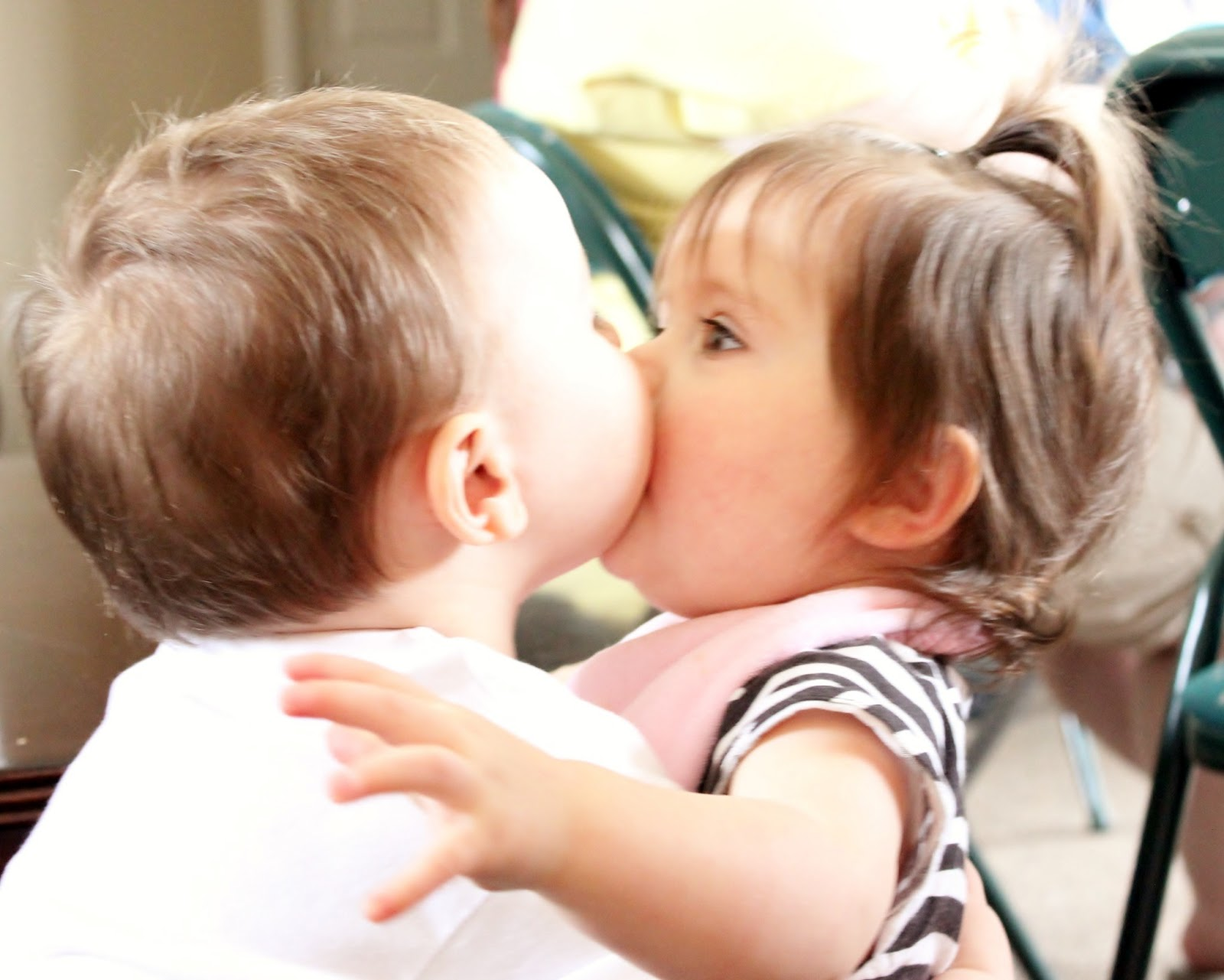 Imágenes De Small Boy And Girl Kiss Hd Images