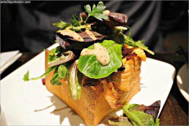 Grilled Salmon Toast de Cha-An Teahouse en Nueva York