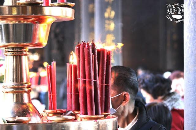 용산사(龍山寺,룽산쓰)에서 5월 1일부터 촛불 사용을 금지한다.[류정엽 촬영 = 대만은 지금]