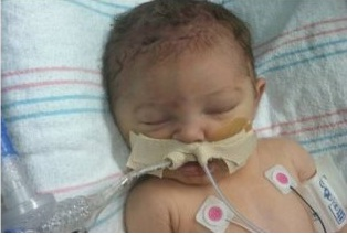 Madre mató a su bebé por utilizar el teléfono celular en el baño