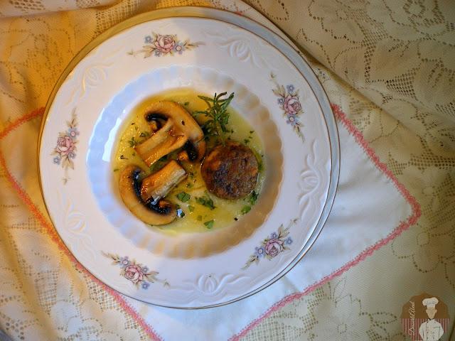 Albóndigas vegetarianas con crema de puerros