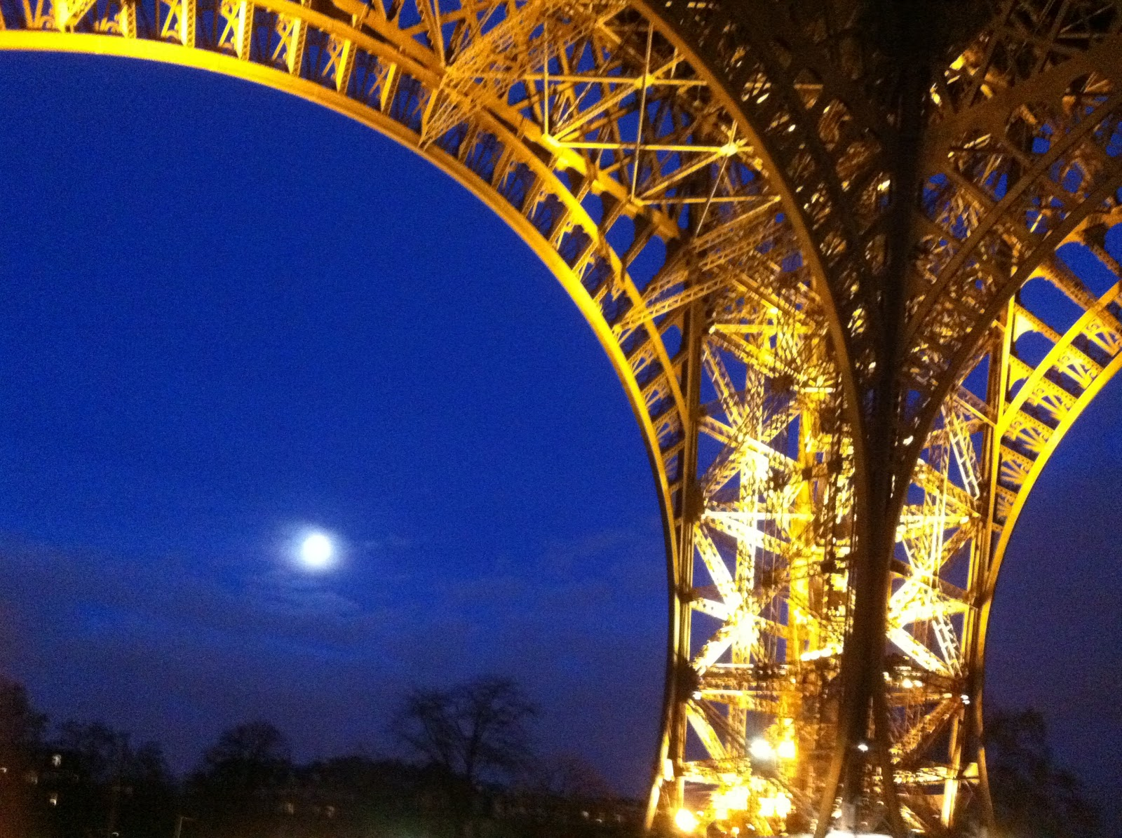 Brandinnovator Eiffel Tower A Different Story At Night