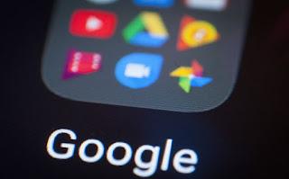 بعد أن صادقت المفوضية الأوروبية على Google بخسارة غرامة مالية بقيمة 5 مليارات دولار ، تحاول عملاق التكنولوجيا الحفاظ على ممارساتها