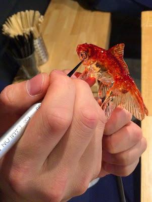 Dulce japones de caramelo con aspecto realista de un pez