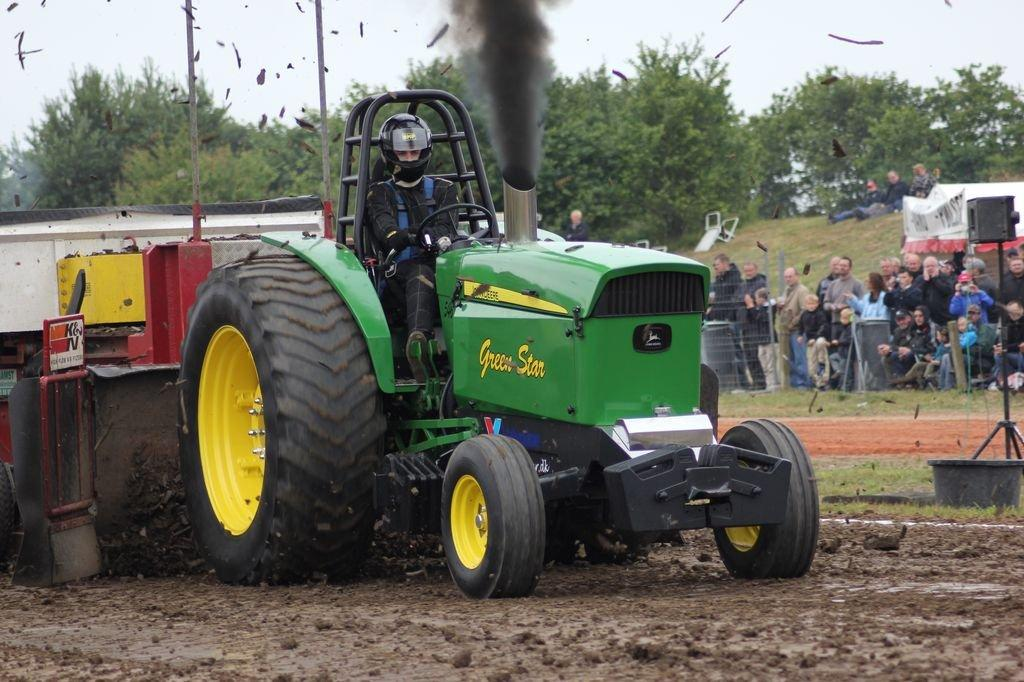 Pro Stock Pulling Tractors : Tractor pulling news pullingworld new john deere