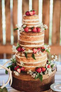 wonderful-strawberry-shortcake-wedding-cake-with-wooden-cake-stand