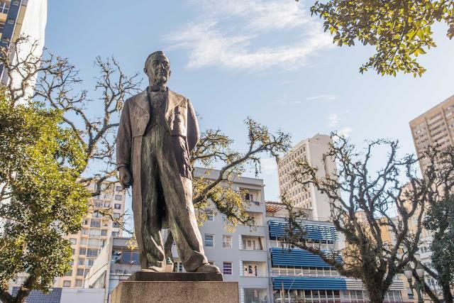 A estátua de Getúlio Vargas na Tiradentes