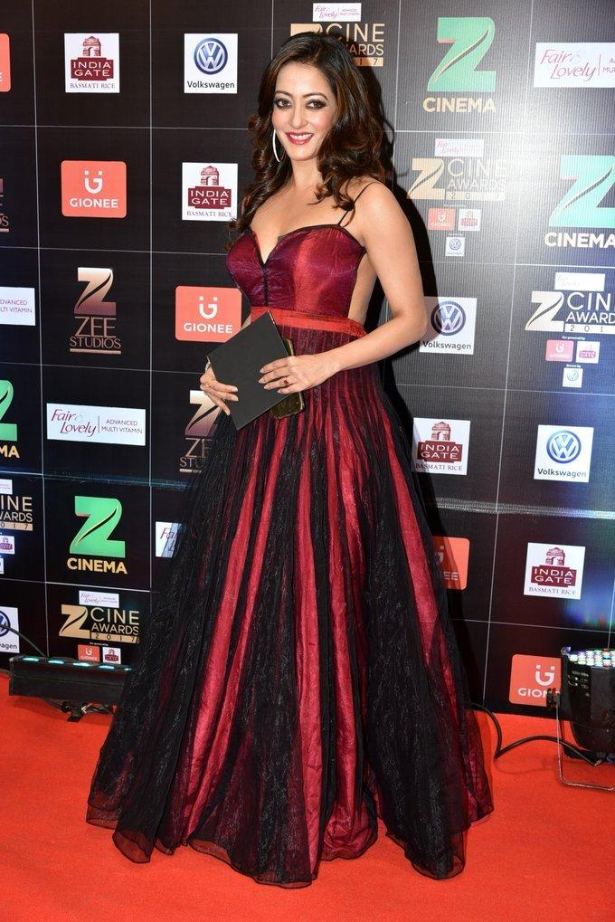 Indian Model Raima Sen At Zee Cine Awards 2017
