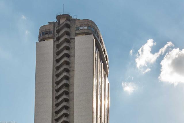 Centro Comercial Itália - CCI - detalhes com escadas de segurança