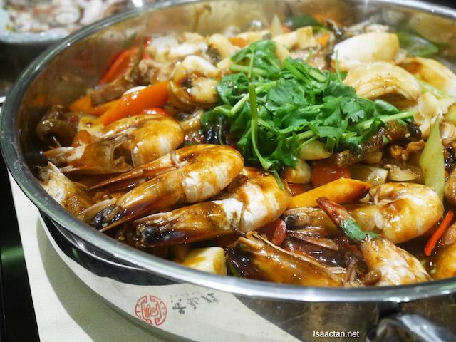 The Main Pot of Simmer Huang