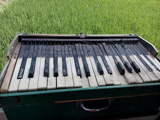 LAPAK BARANG ANTIK : Dijual Harmonijum Harmonika Antik