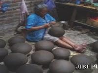 Luar Biasa,  Nenek asal Slahung Ponorogo Ini Mampu Membuat 30 Kendil Per Hari
