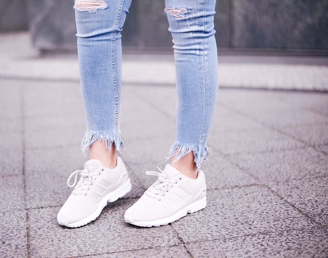 adidas zx flux_adidas originals_how to style sneakers_fringed jeans