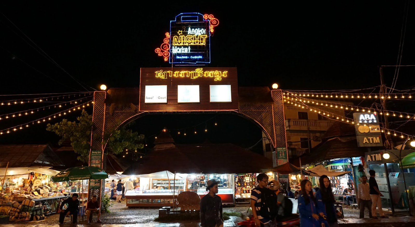 Angkor Night Market, a great place to shop for souvenirs in Siem Reap