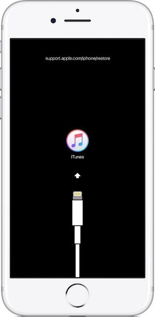 الخطوة 3: أثناء الضغط على زر الصفحة الرئيسية على الجهاز ، قم بتوصيله بالكمبيوتر  اي فون 8 موصولة الى اي تيونز كيفية تفعيل اي فون تعطيل مع اي تيونز - اي باد قبالة اي بود