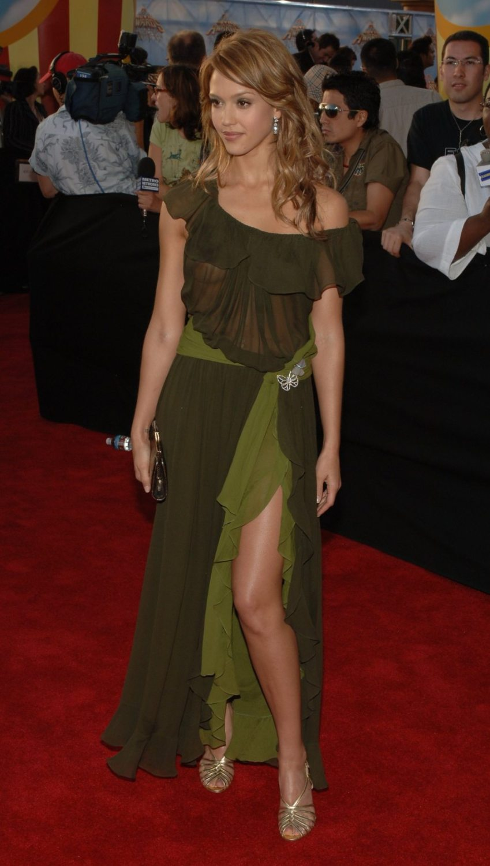 foto de Jessica Alba Bralessin See Through Dress Celebrities