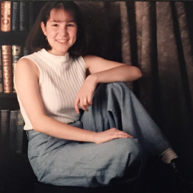 senior pictures, senior photos, 1990s, fashion, beauty, photo shoot, proofs, carpenter pants, mockneck tank, bangs, bob