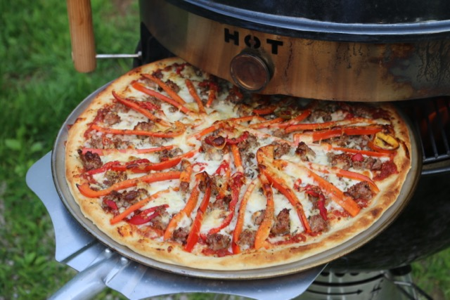 sausage-and-pepper-pizza-on-the-grill
