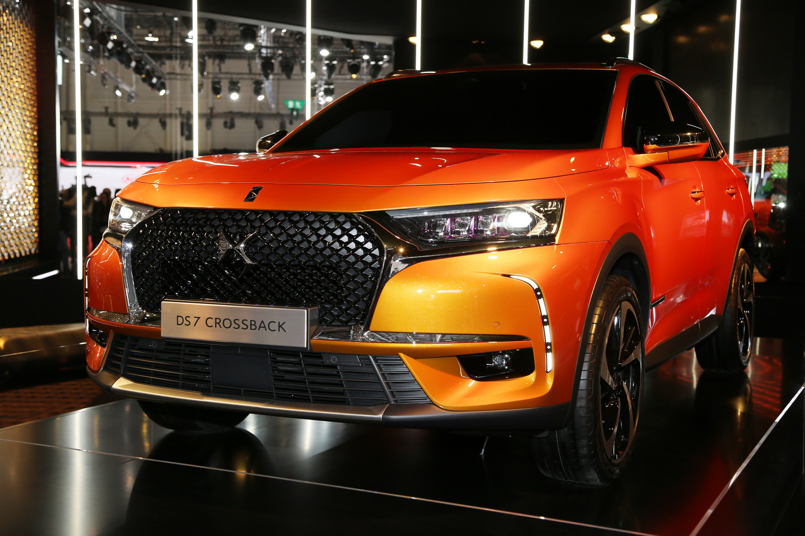 new ds7 crossback is a surprisingly interesting take on premium suvs carscoops. Black Bedroom Furniture Sets. Home Design Ideas