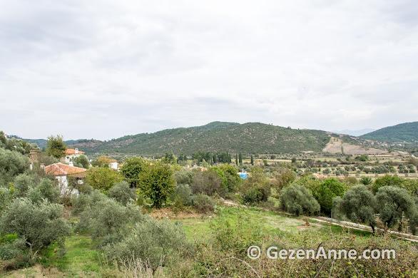 Ormancı türküsünün geçtiği Gevenes (Çaybükü) bir ova üzerine kurulu bir Ege köyü, Muğla