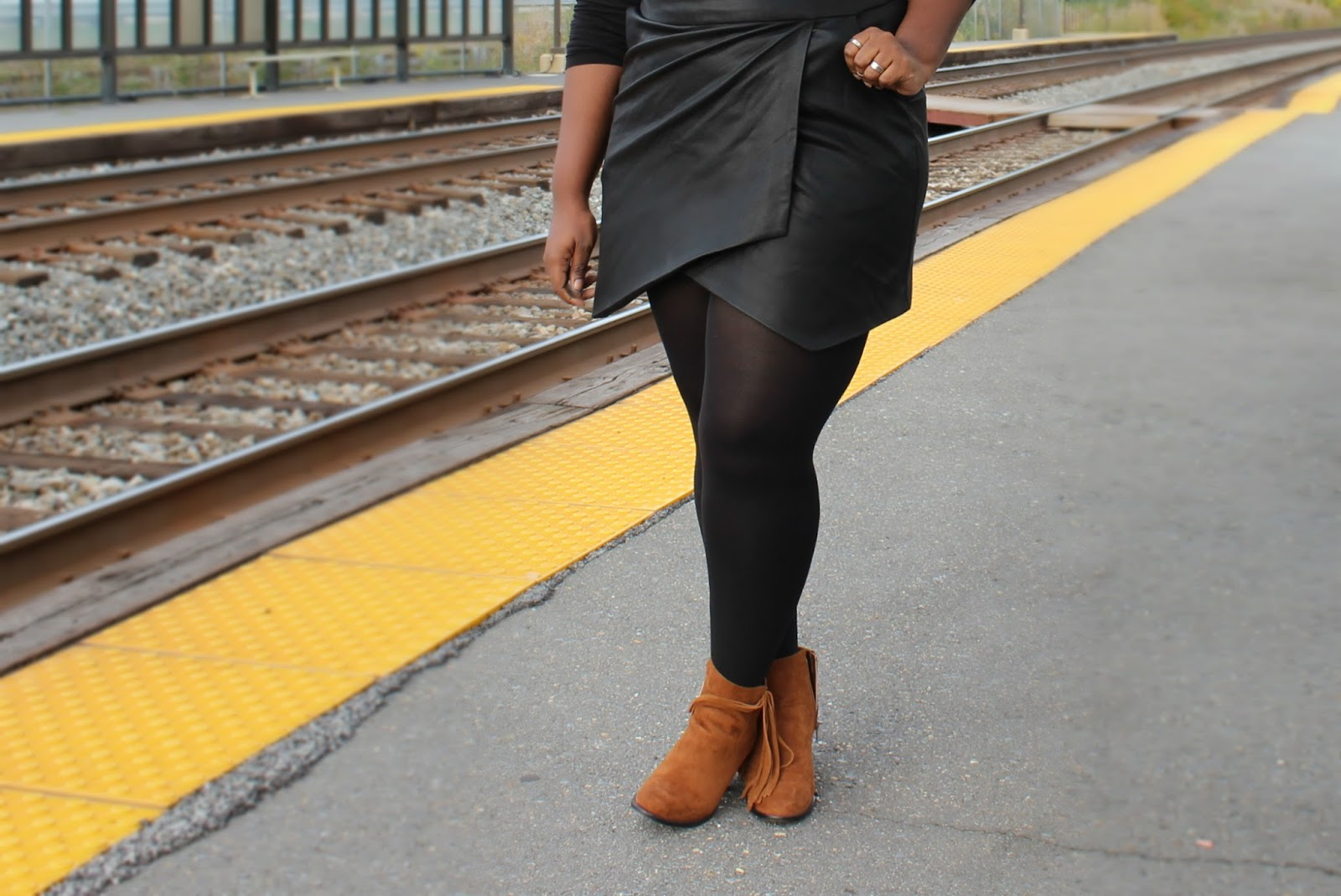 thanksgiving-outfit-plus-size-forever21-leather-wrap-skirt-black-jc-penney-turtle-neck-target-brown-boots