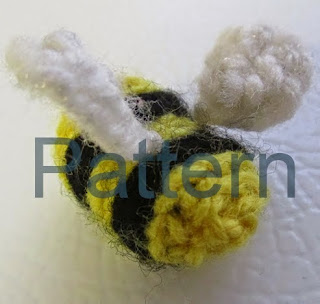 http://translate.google.es/translate?hl=es&sl=en&tl=es&u=http%3A%2F%2Fcrochetqueen.deviantart.com%2Fart%2FMiniature-Bee-Pattern-482997052