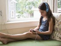 5 Hal yang Sering Cewek Lakukan Saat Sendirian di Rumah
