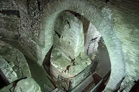 L'antico quartiere del Trastevere: i sotterranei della Chiesa di San Crisogono e il chiostro di San Cosimato