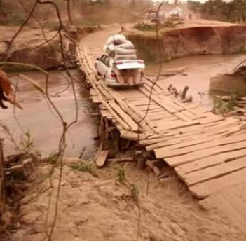 See the rickety wooden bridge which connects two towns in Kwara state