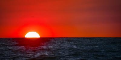 kırmızı hava, pembe bulutlar