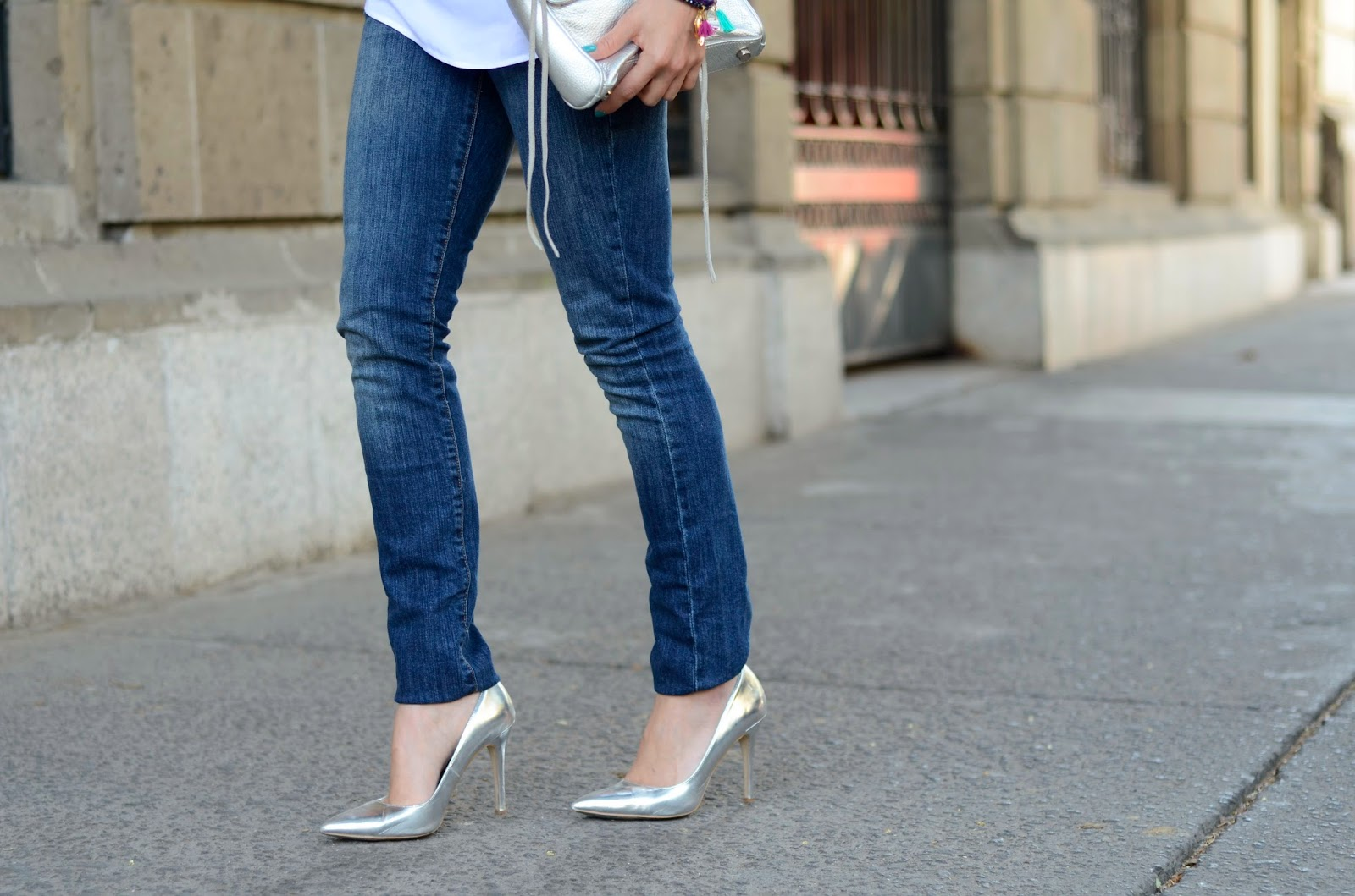 http://www.modacapital-blog.com/2014/03/basic-jeans.html