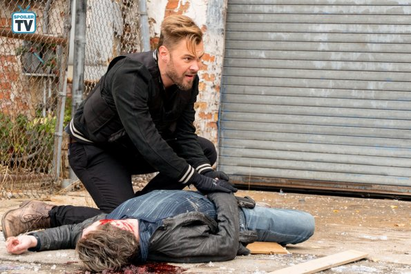 "NUP 185098 0058 595 Spoiler%2BTV%2BTransparent - Chicago PD (S06E10) ""Brotherhood"" Episode Preview"