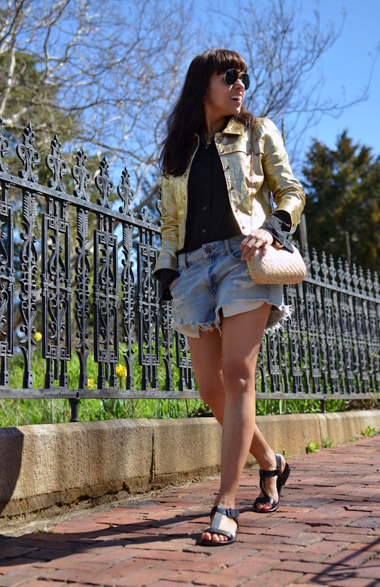 Outfit with gold and denim