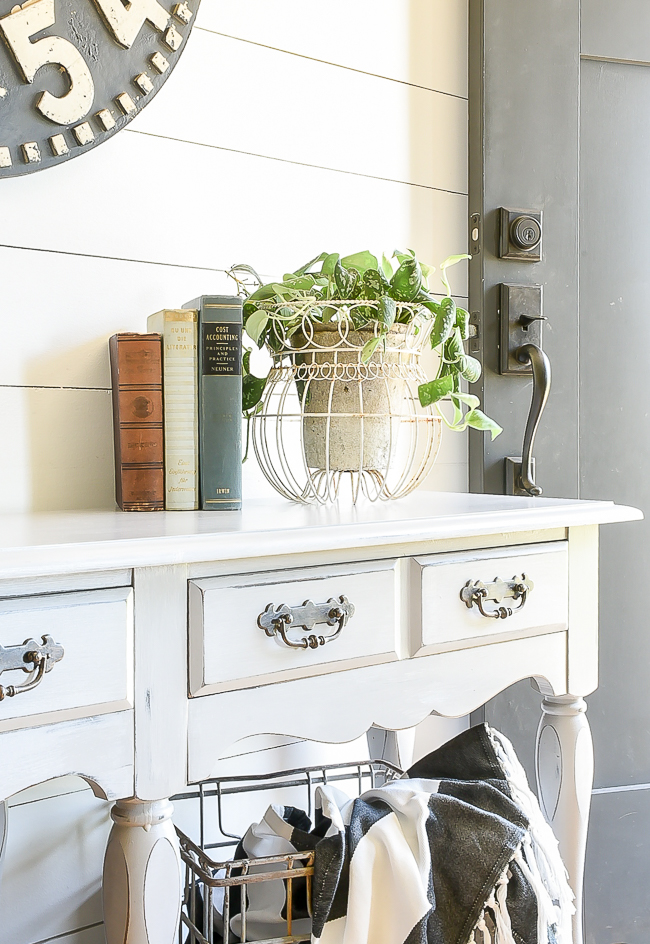 A dated console table gets a fresh farmhouse makeover