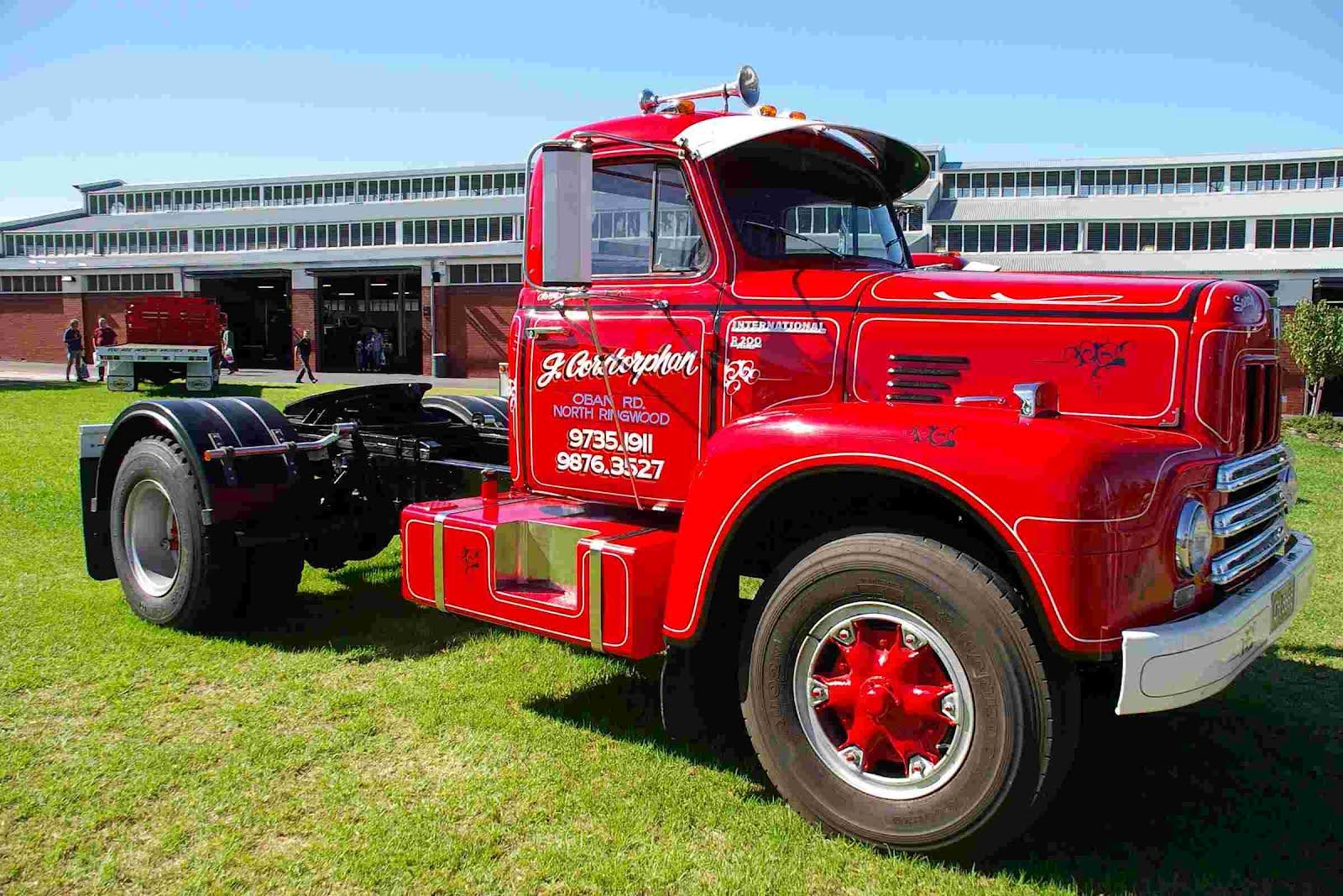 medium resolution of historic trucks melbourne international truck show 2012