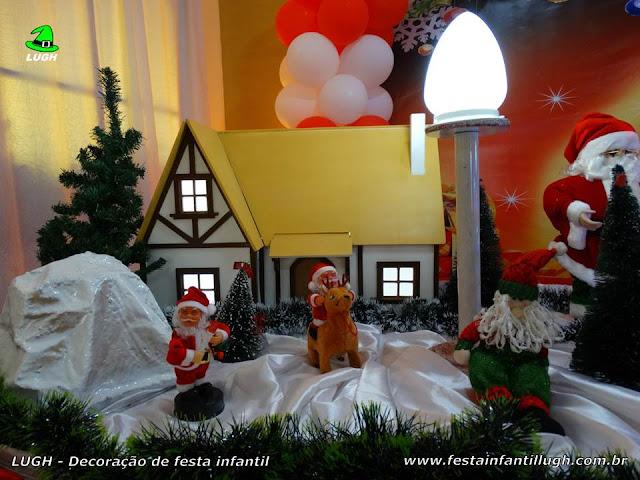 Mesa de aniversário infantil decorada com tema de Natal