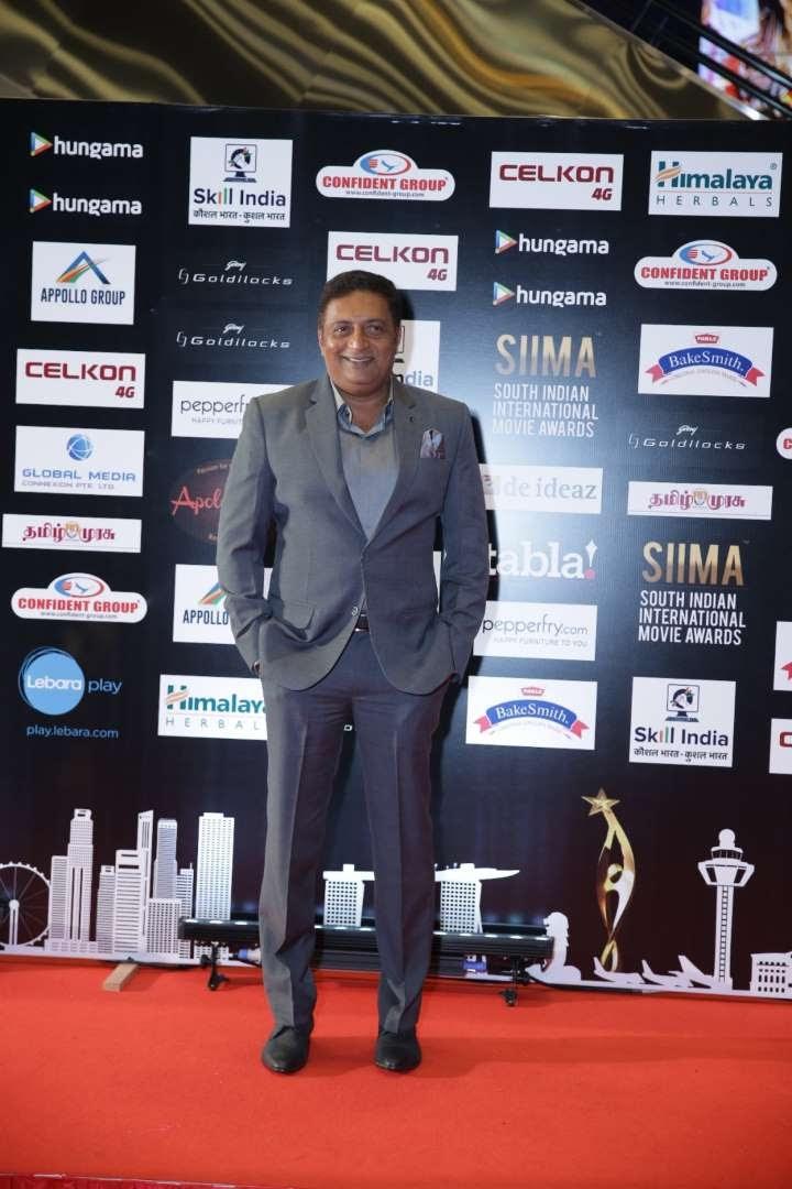 Thank u mani sir for ganaptethy in okkanmani Thank u SIIMA Cheerss said Prakash Raj via Twitter