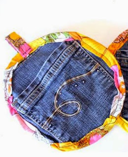 http://translate.google.es/translate?hl=es&sl=en&tl=es&u=http%3A%2F%2Fcraftbits.com%2Fproject%2Fsewing-pattern-recycled-jeans-pocket-potholders%2F