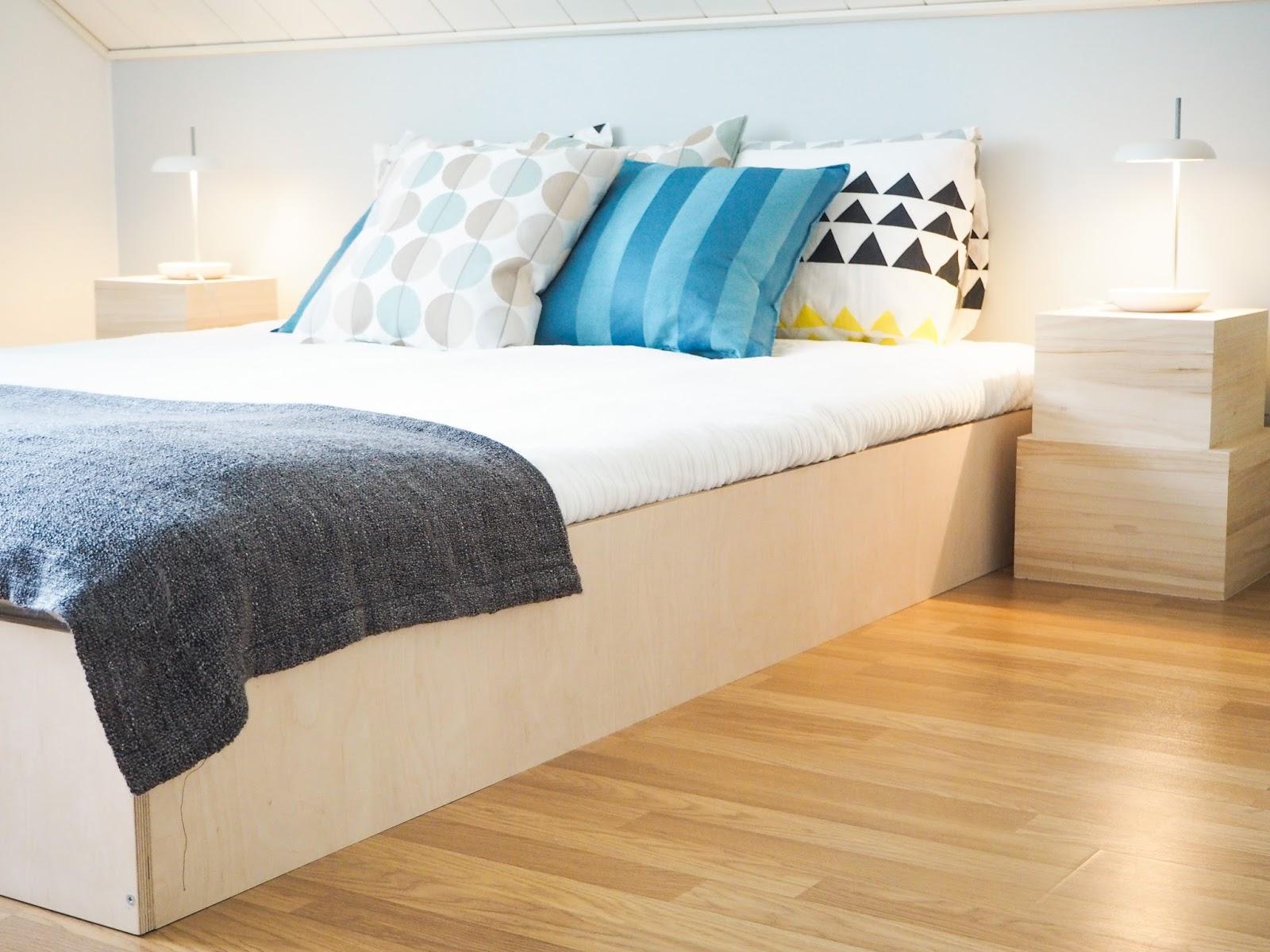 Saippuakuplia olohuoneessa -blogi, kuva Hanna Poikkilehto, vanerisänky, makuuhuone, koti, sisustus, sisustus vinkit, sisustus pienellä budjetilla, diy,