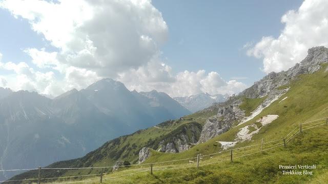 Panorama delle montagne della Stubaital dal rifugio Sennjoch Hutte