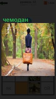 1100 слов девушка в парке по тропинке с чемоданом идет 32 уровень