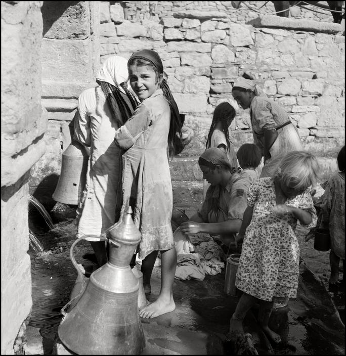Фонтан в крымскотатарском поселке, 1943 год
