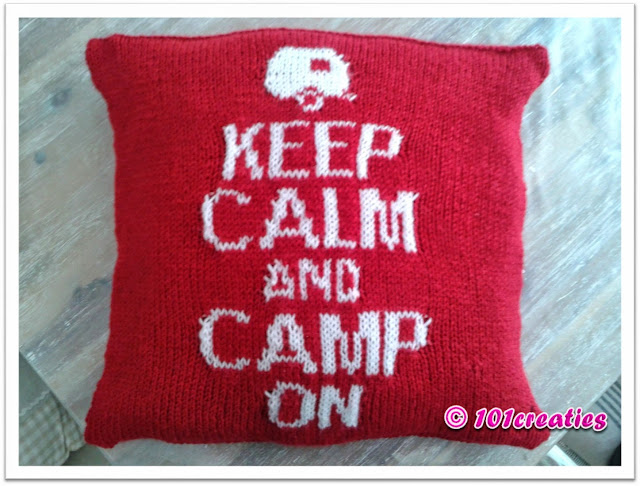 Gebreid kussen keep calm and camp on