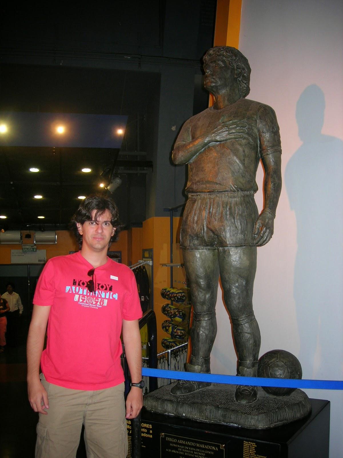 Estátua de Maradona na Bombonera